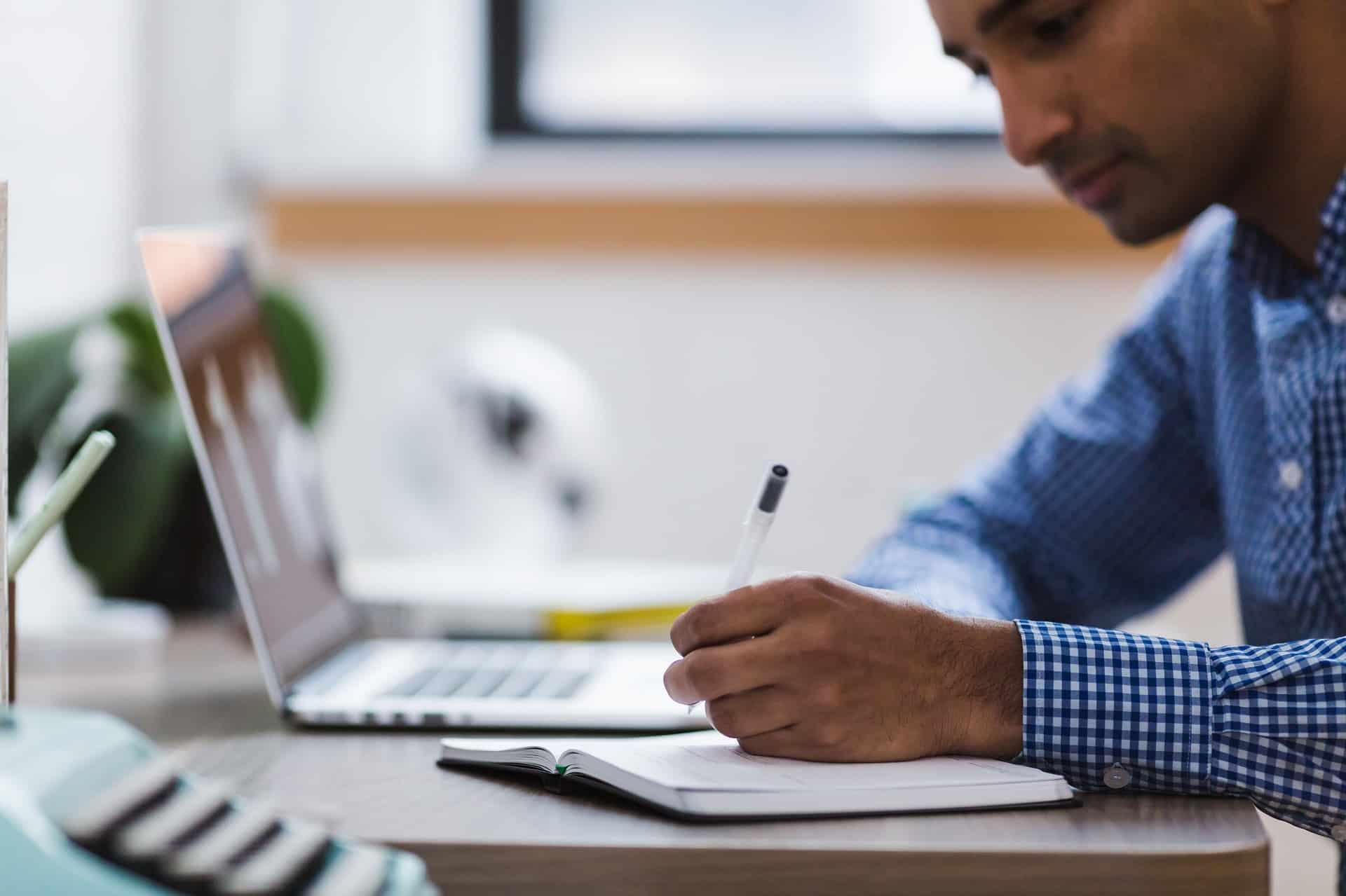 un bon gestionnaire de paie étudie toutes les rubriques du bulletin de paie